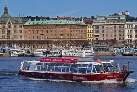 Stockholm - Red Sightseeing - Flickr.com / Shutterstock