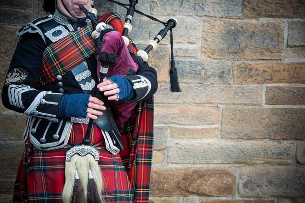 Szkocja gra na dudach