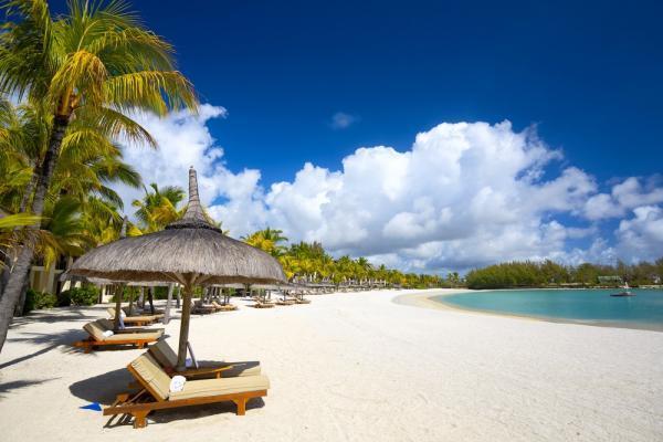 Biała piaszczysta plaża na Mauritiusie