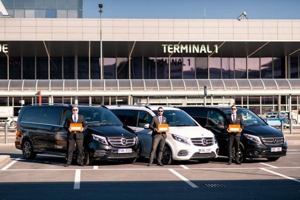 Transport z lotniska w Pradze