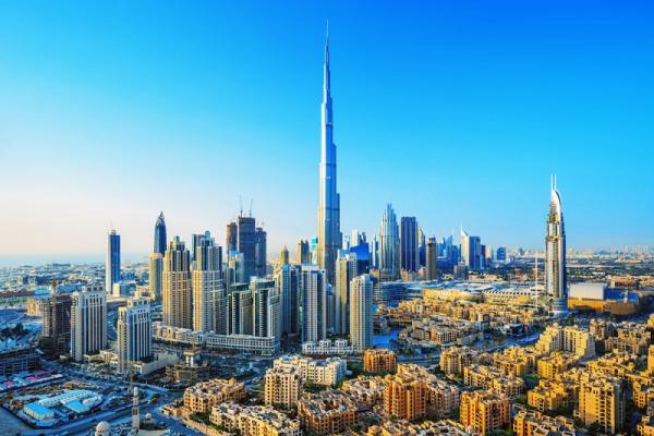 Widok na Dubaj futurystyczny panoramę Dubaju
