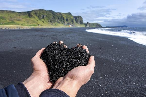 Czarna plaża na Islandii